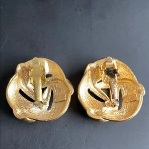 Vintage Trifari Gold Clip On Earrings